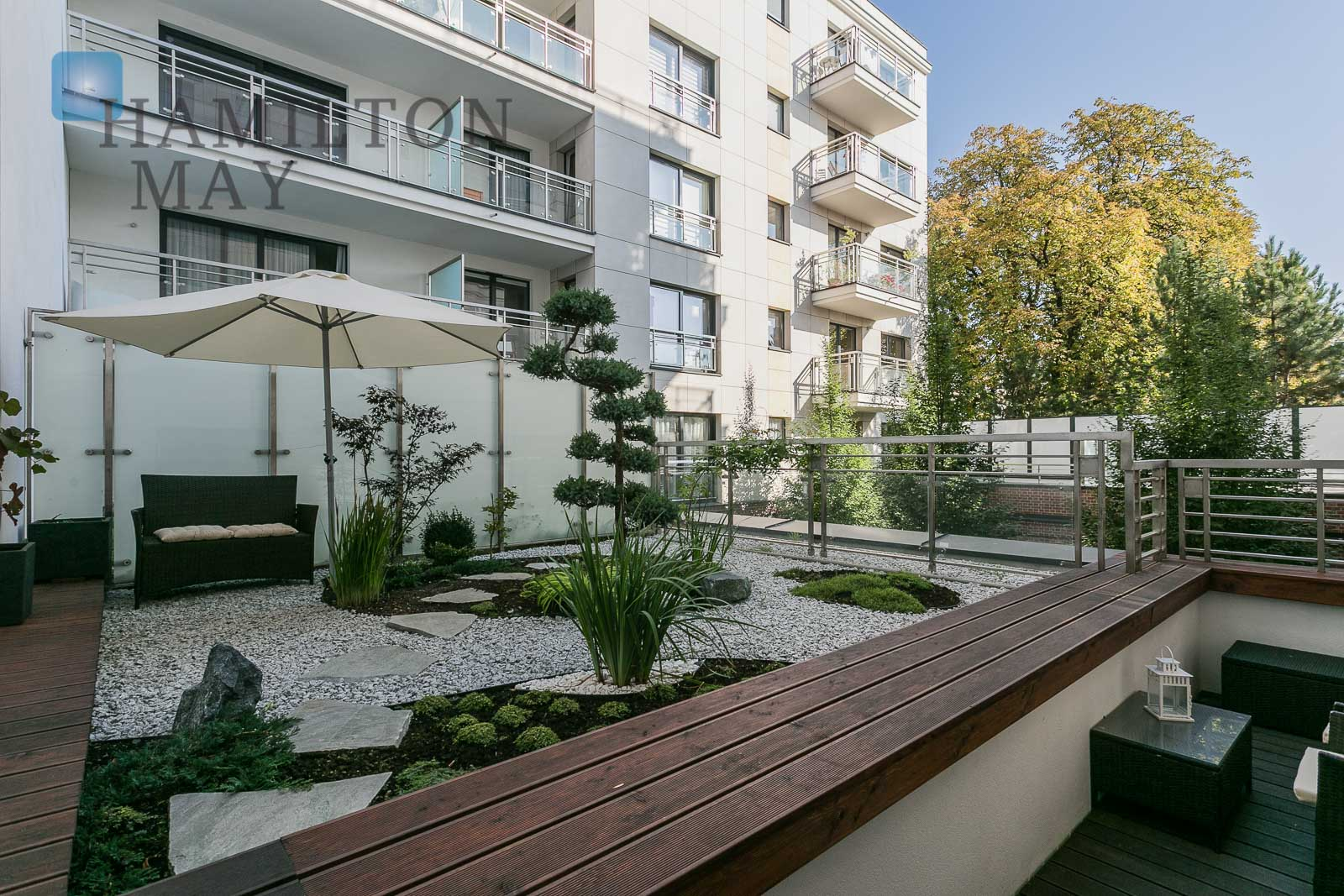 Beautifully arranged two bedroom apartment with a balcony and garden in the Hoża 55 development Warsaw for rent