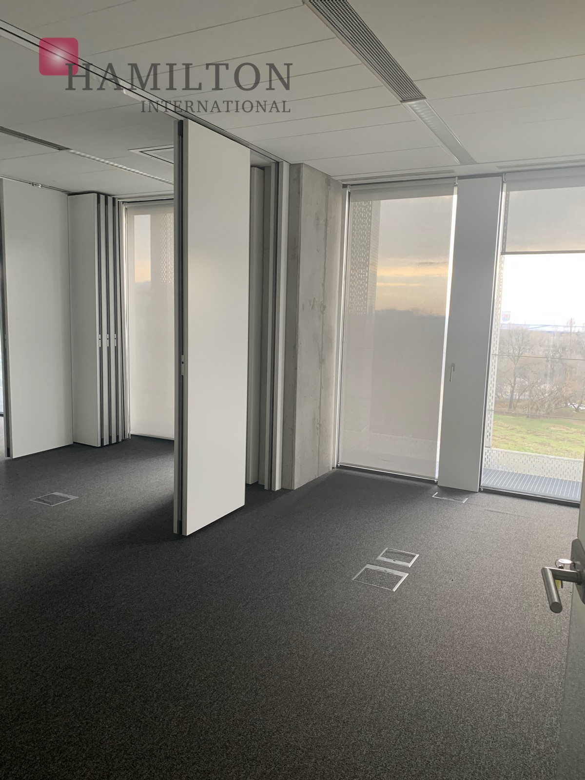 A modern office right next to the airport! Warsaw office space photo