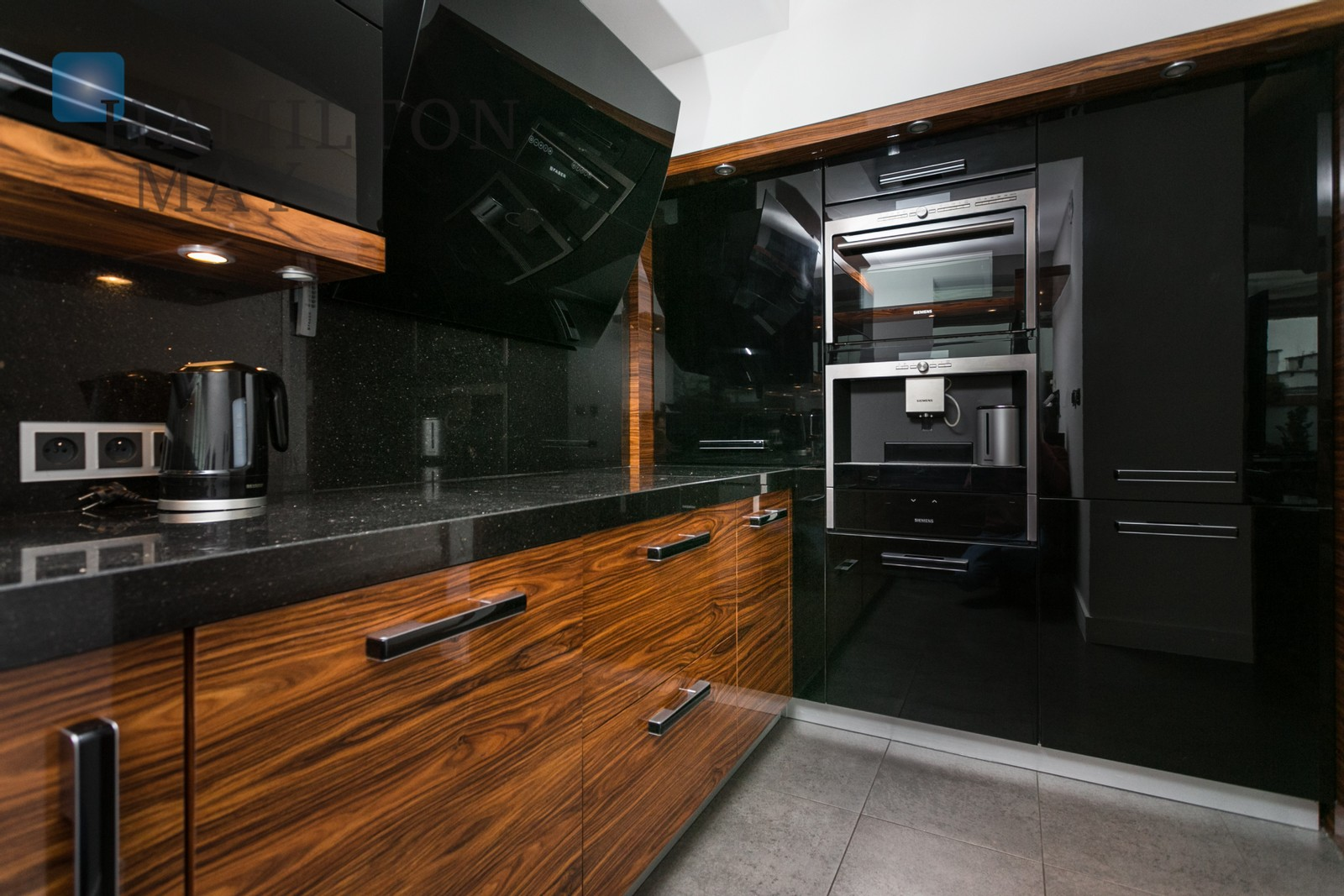 A luxurious, 2 bedroom penthouse apartment with garden in Angel City Krakow for rent