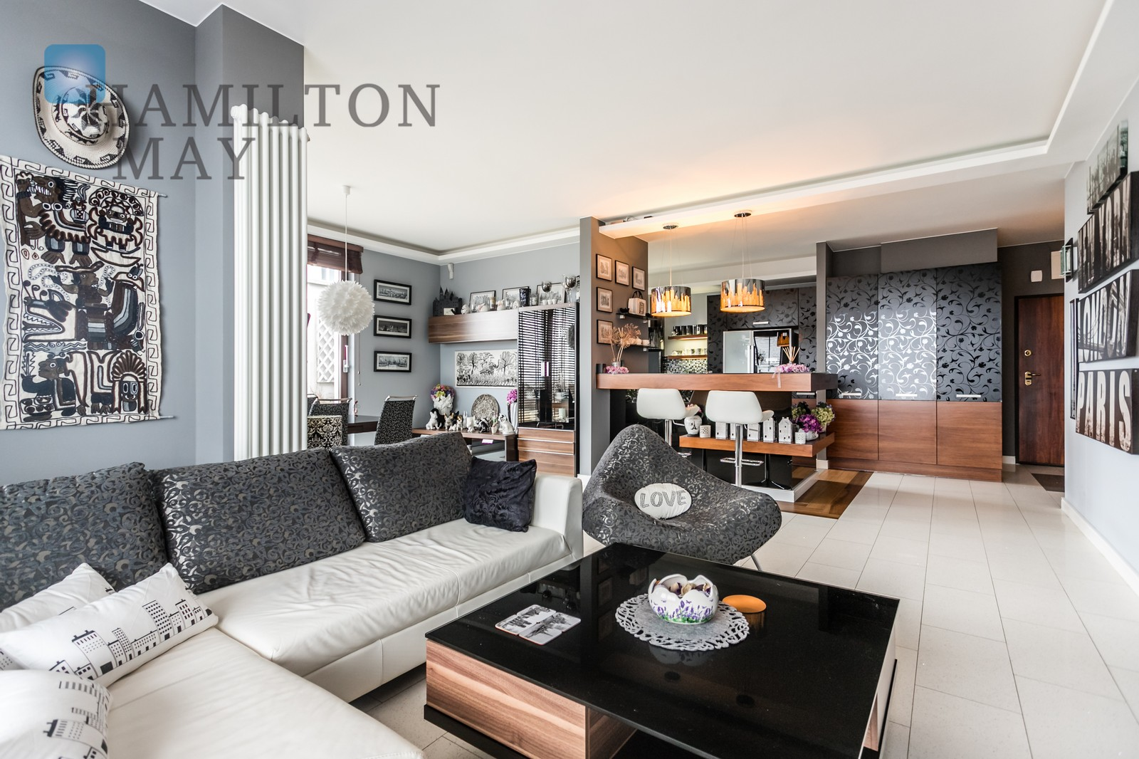A unique, spacious apartment with panoramic windows and an impressive 259 m2 terrace overlooking Warsaw, in the Triton Park investment. Warsaw for sale