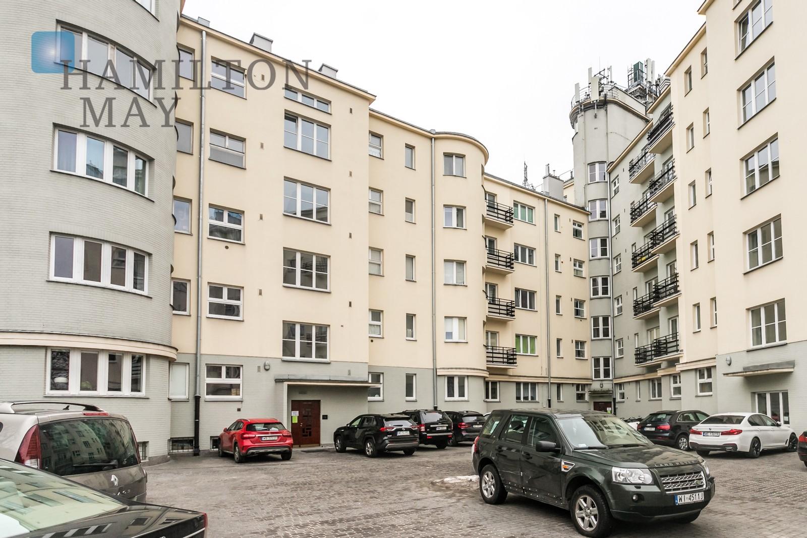 A spacious apartment in a historic tenement house near Łazienki Królewskie Warsaw for rent