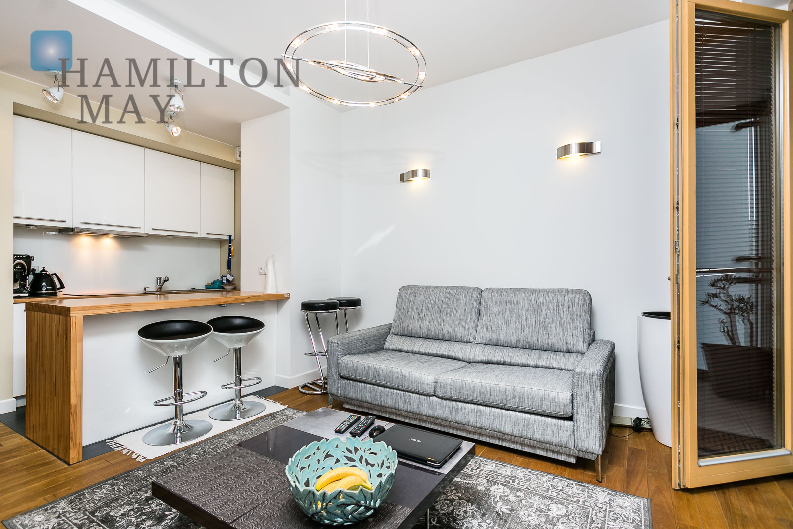 Quiet, one bedroom apartment with a terrace in the Rezydencja Karolina development Warsaw for rent