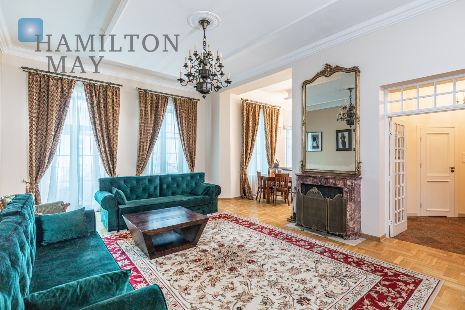 Stylish and spacious apartment with 3 balconies on the top floor of a townhouse in the center of Warsaw Warsaw for rent