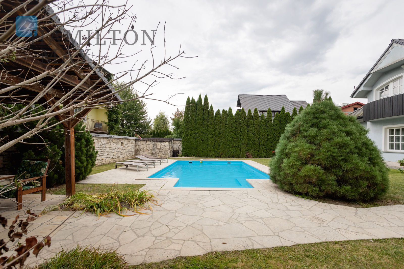 For sale a spacious detached house with a swimming pool, on a quiet plot in Zielonki Krakow for sale