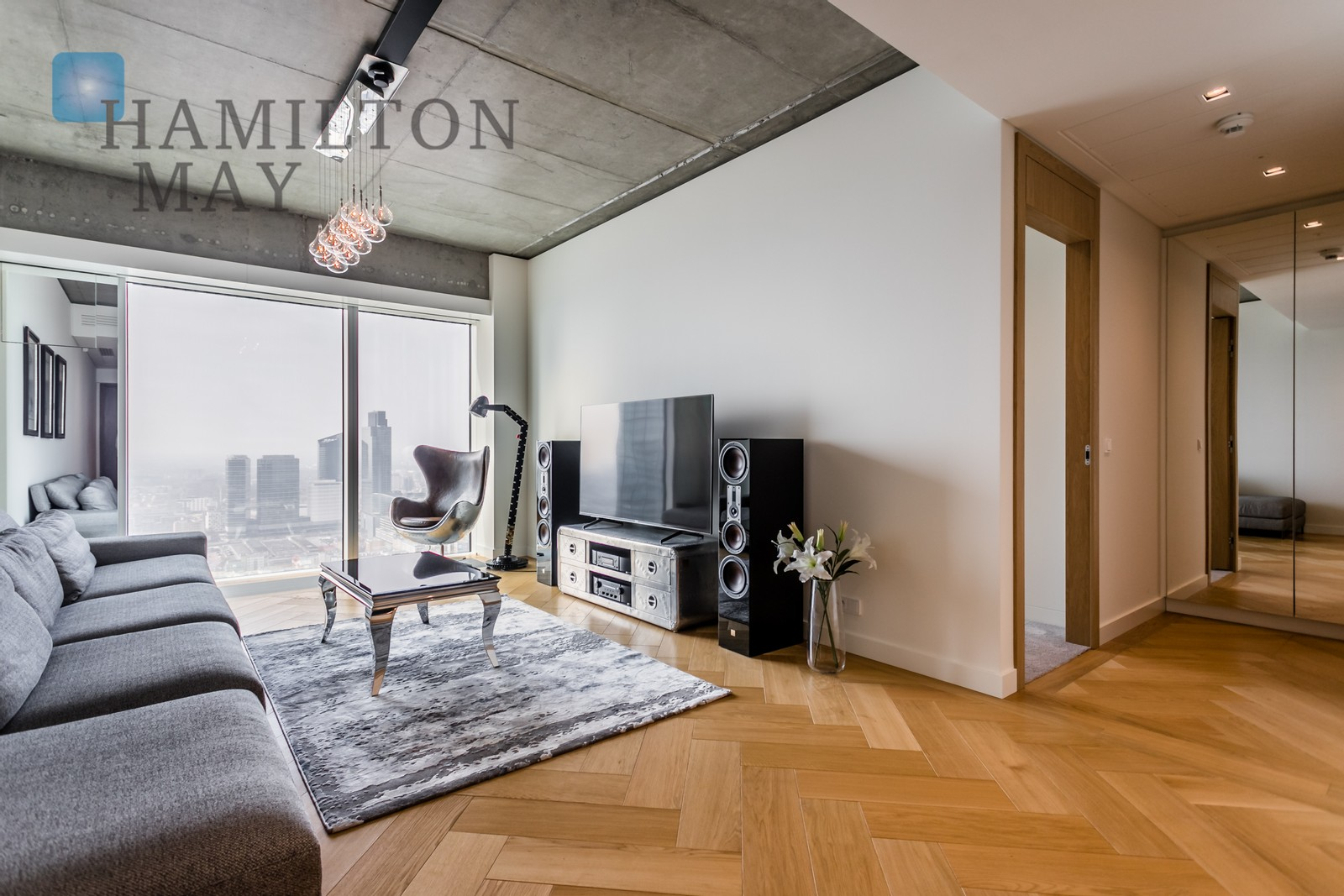 A unique, designer apartment on the 43rd floor Warsaw for rent
