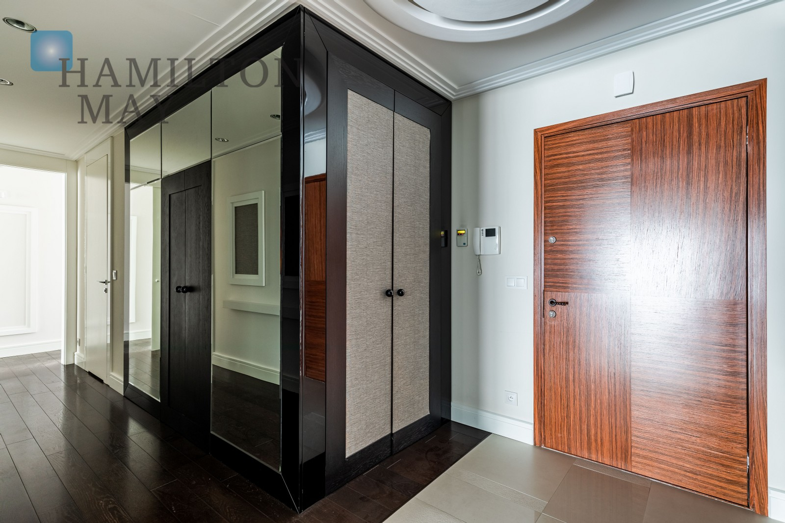 A luxurious, functionally designed apartment in one of the most prestigious investments in Warsaw - the Foksal Residence Warsaw for sale