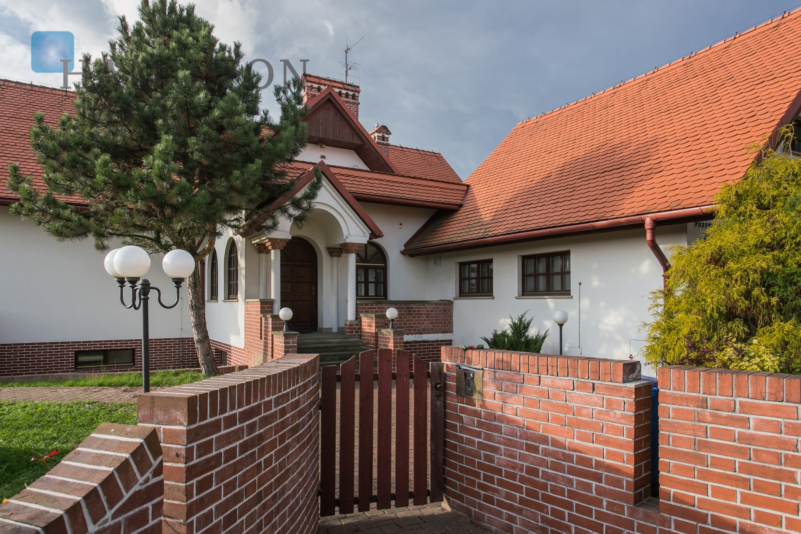 A 5-bedroom house with a large terrace available for sale in a green and quiet neighborhood in Kliny Borkowskie Krakow for sale