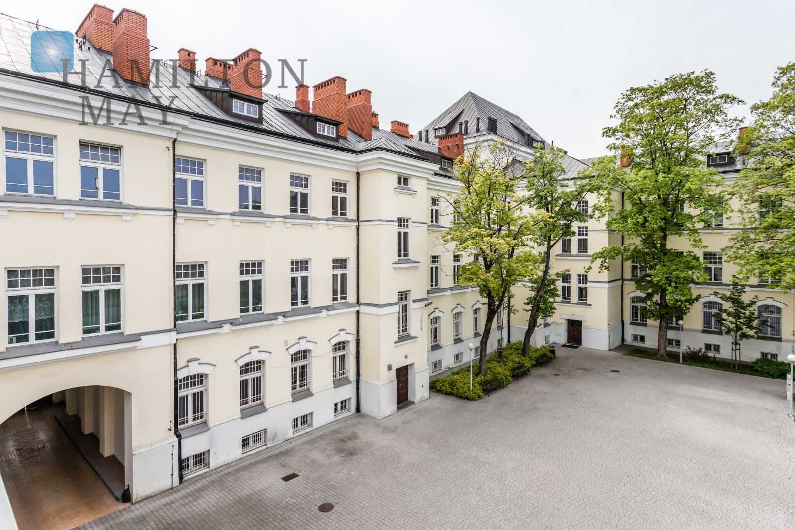 Comfortable two-bedroom flat in a renovated townhouse at Jagiellońska street Warsaw for rent