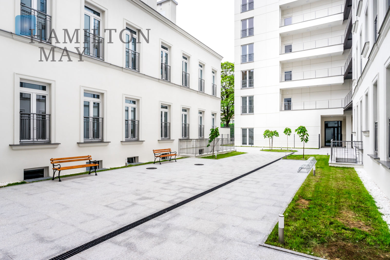 One-bedroom flat with a beautiful view in a renovated townhouse at Jagiellońska street Warsaw for rent