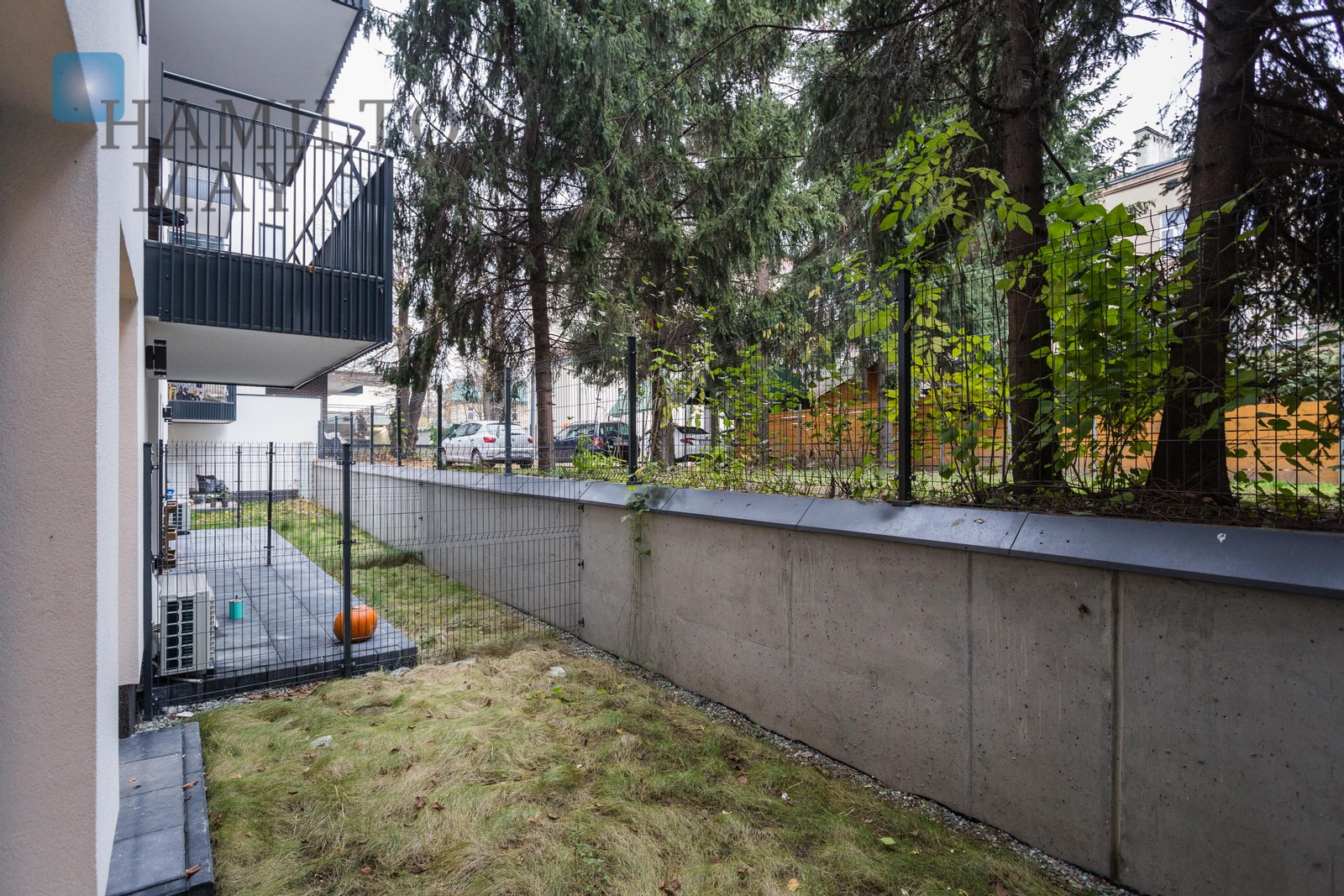A luxurious apartment with a garden in a modern building.  Krakow for sale