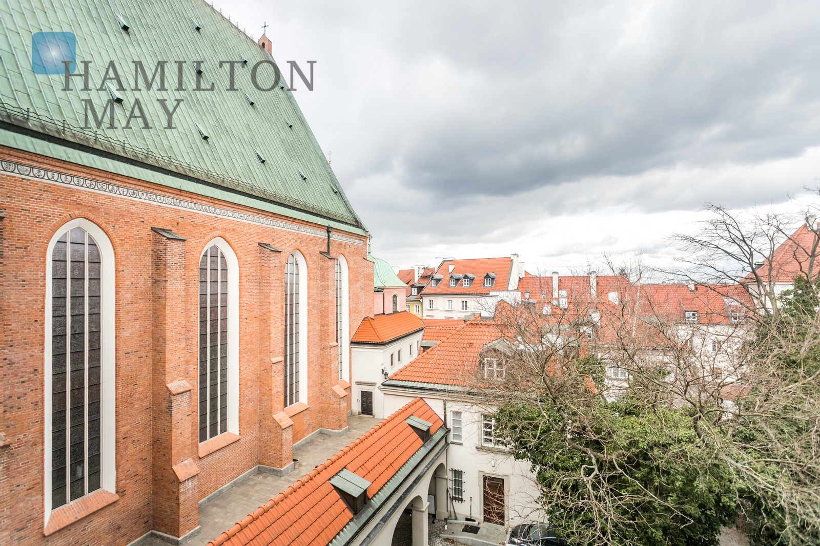 A beautiful, sunny 3-level apartment in the Old Town Warsaw for rent