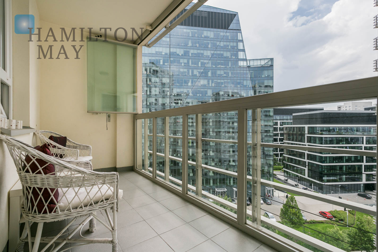 Luxurious, modern, three bedroom apartment in the Apartamenty Gdański investment Warsaw for sale