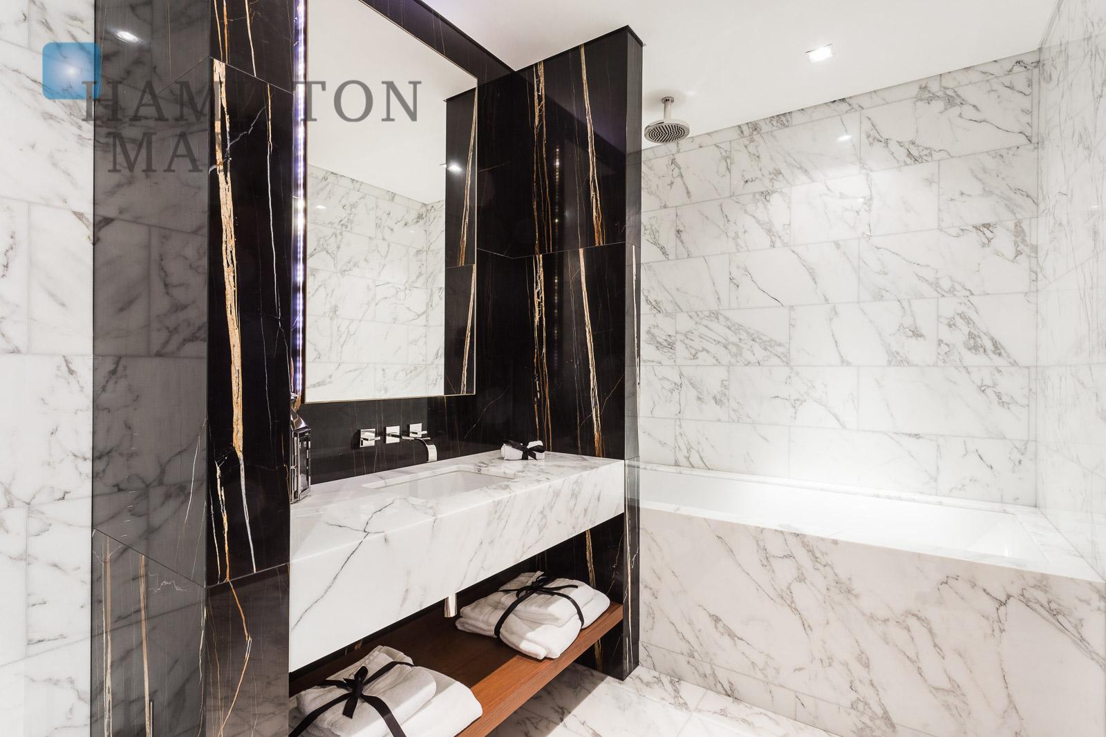 Luksusowo wyposażony apartament z dwiema sypialniami w inwestycji Złota 44 Warszawa na sprzedaż