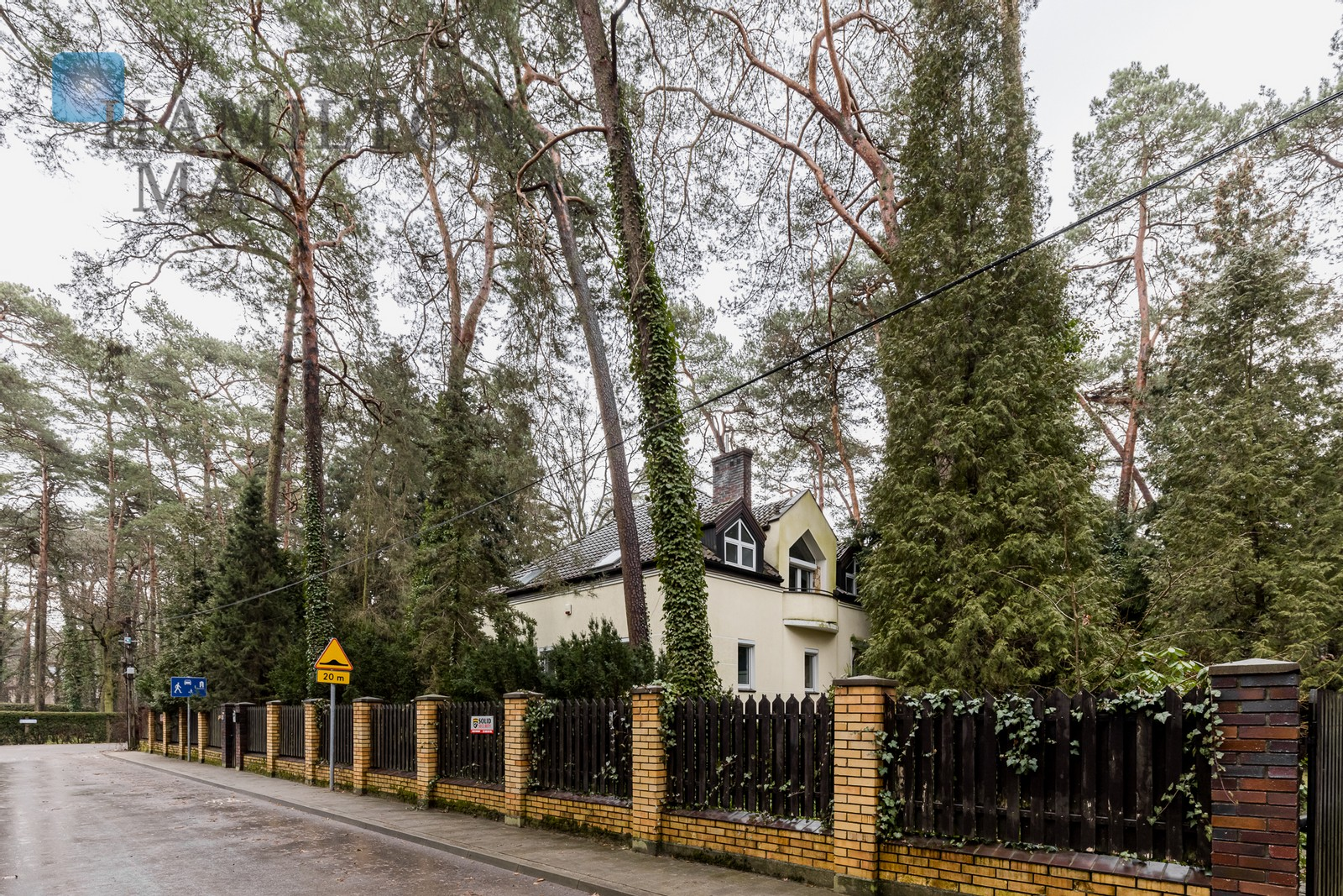An elegant, intimate house for sale on a large wooded plot, in the green area in Podkowa Leśna Warsaw for sale