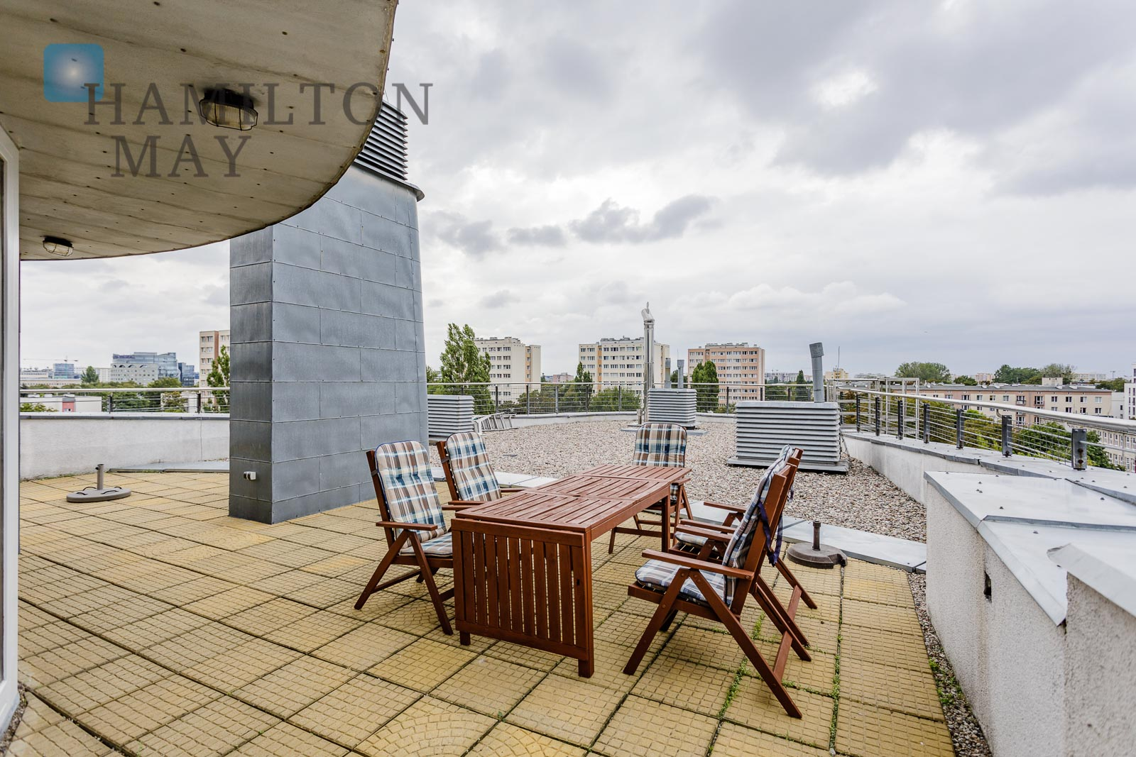 A unique two-level apartment with a large 160m2 terrace offered for rent in Mokotów Warsaw for rent