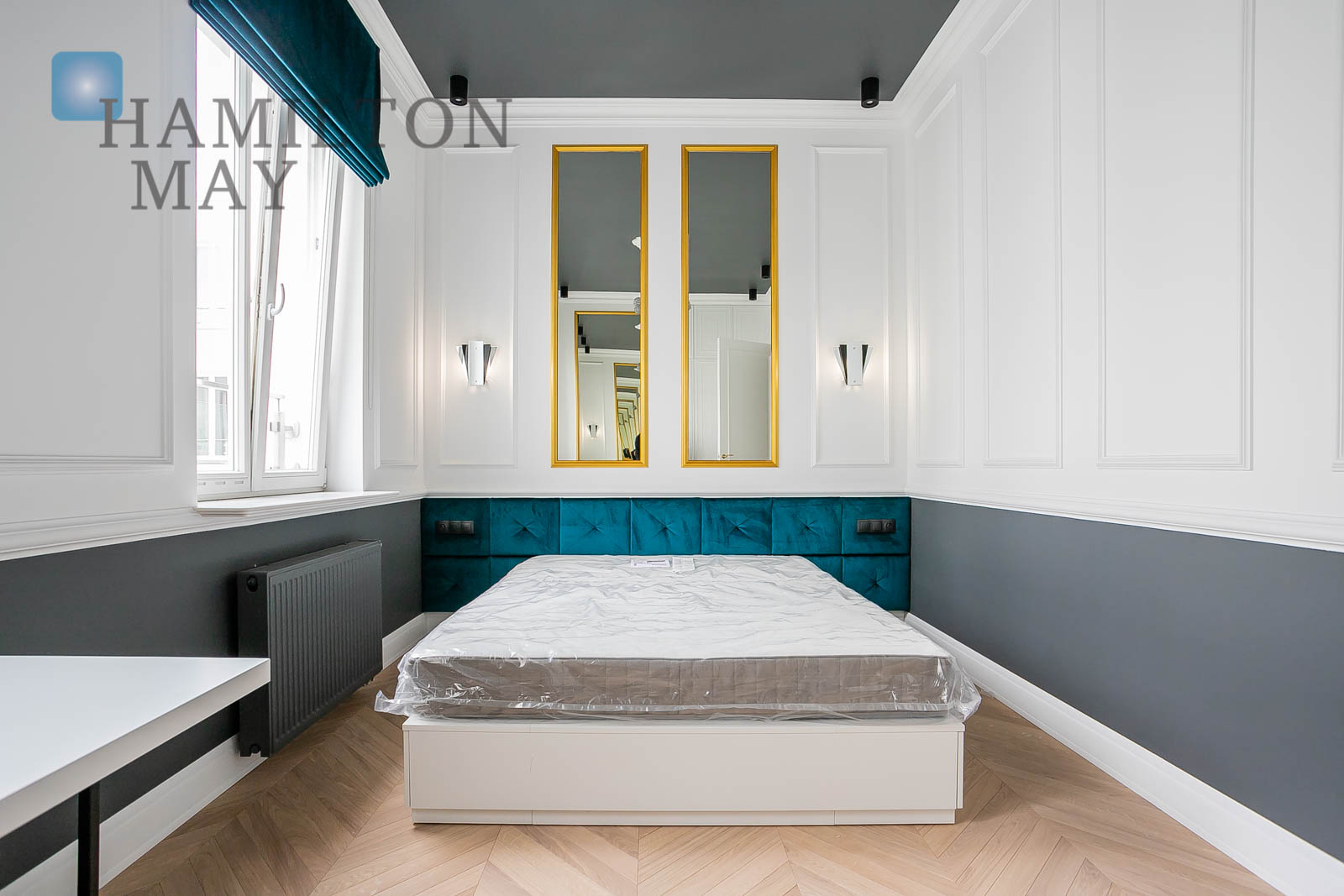 A luxurious one bedroom apartment in a spectacular townhouse in the city center Warsaw for rent