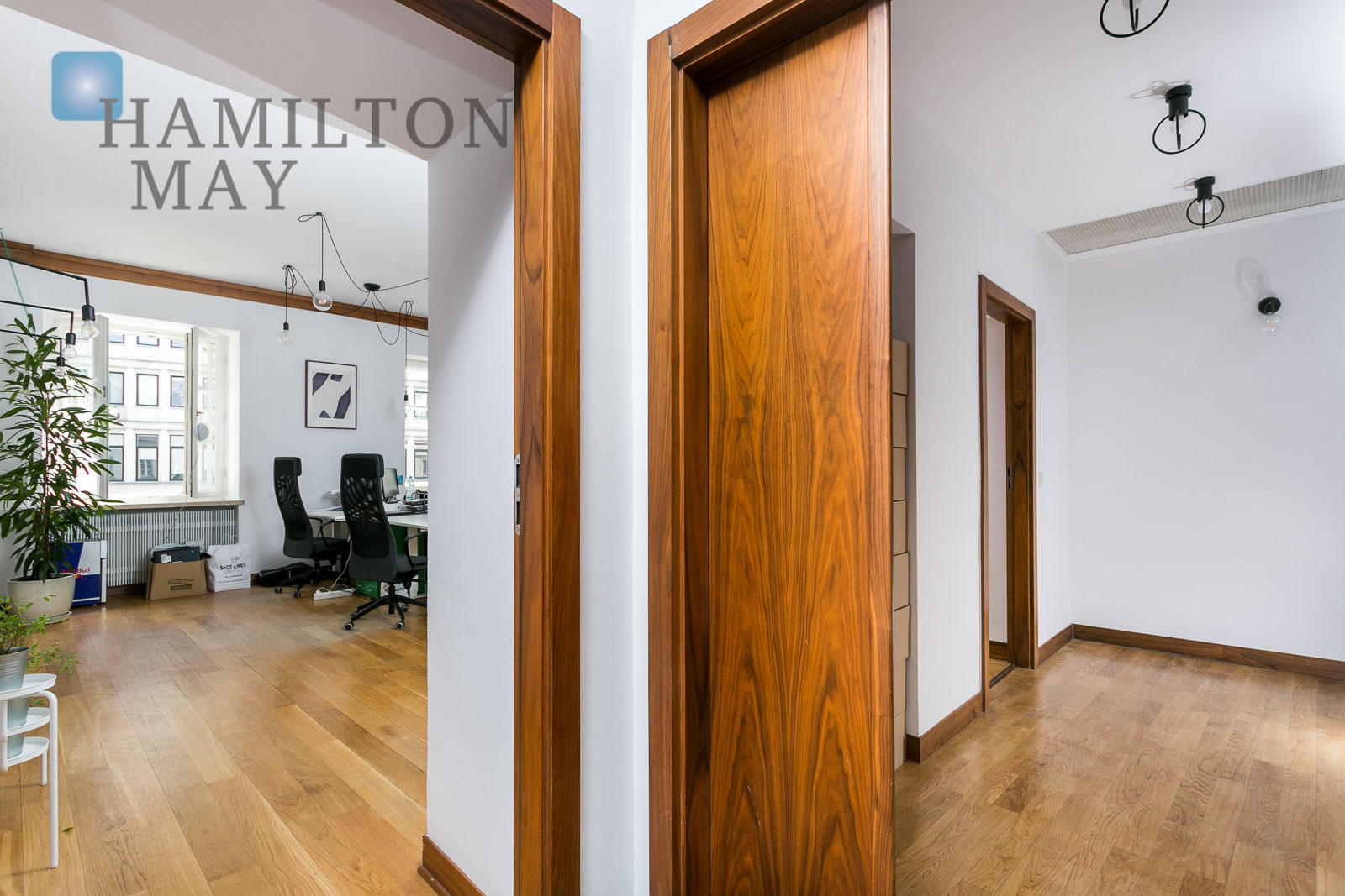 Beautiful, spacious apartment available for sale in a townhouse on Nowy Świat 7 street Warsaw for sale