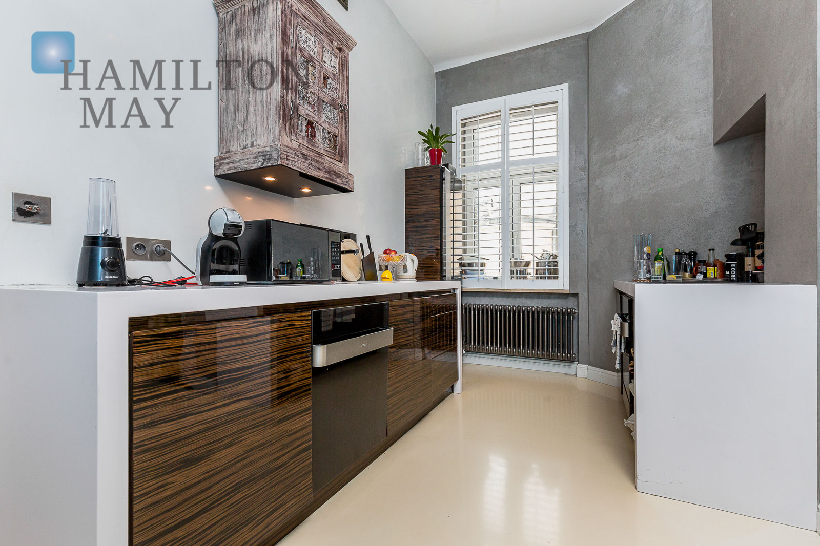 Unique and stylish apartment in a prewar townhouse in the very center of the city Warsaw for rent