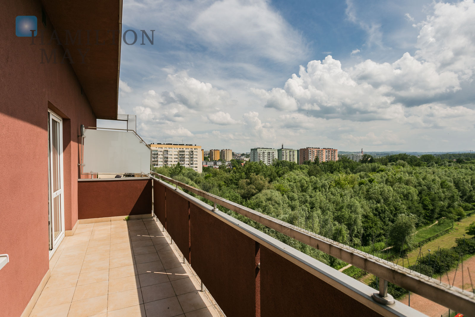 A spacious apartment with a balcony at Kapelanka Krakow for rent