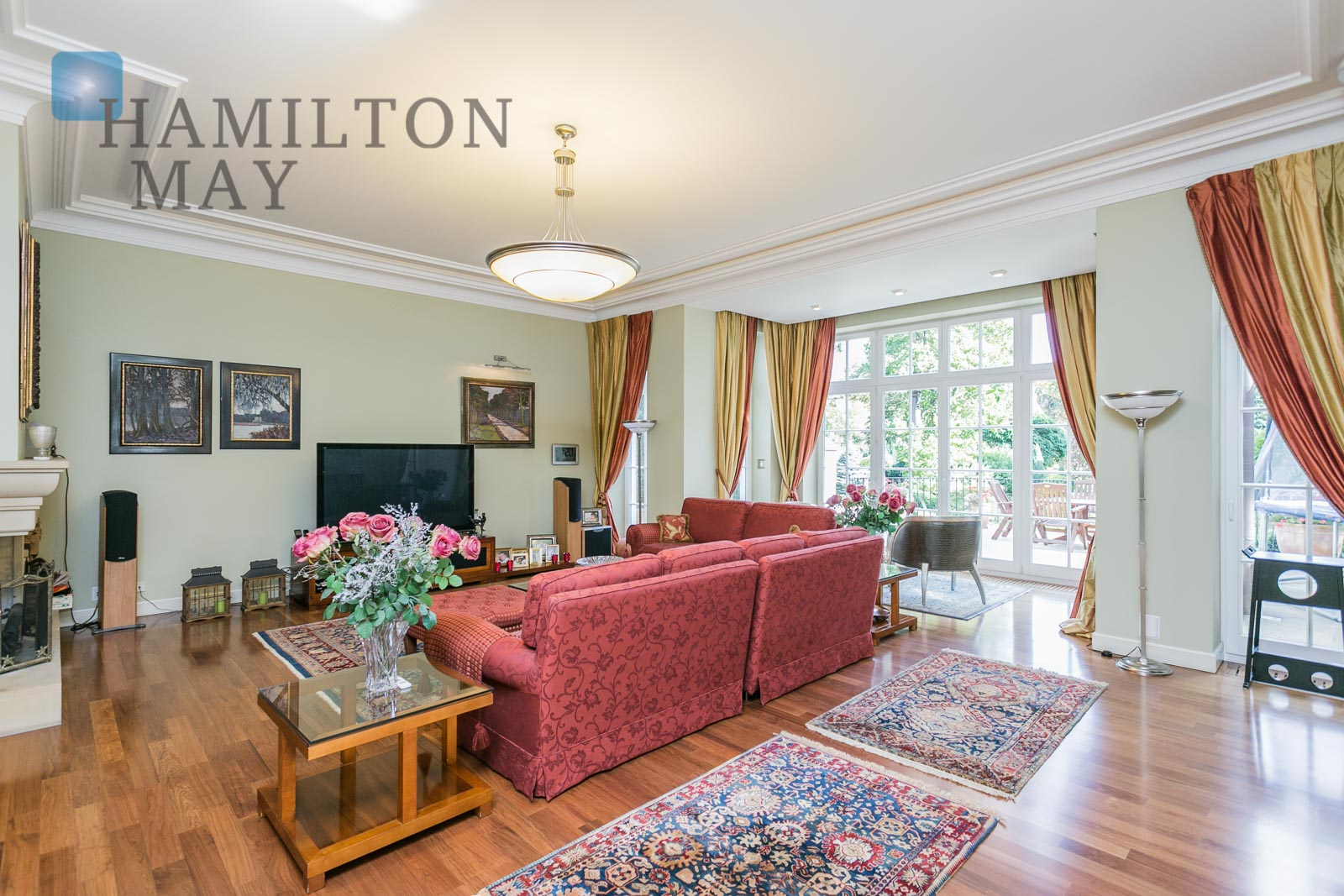 Luxurious, english-style residence with a beautiful garden in Milanówek by Warsaw Warsaw for sale