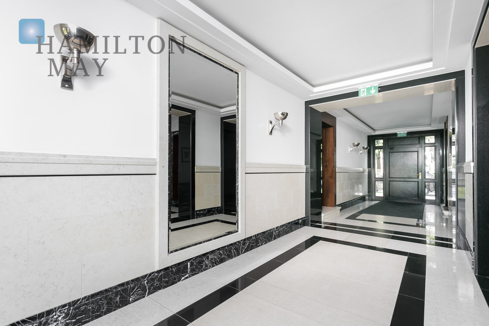 Stylish and very elegant apartment in a discreet development by the Unii Lubelskiej Square Warsaw for rent