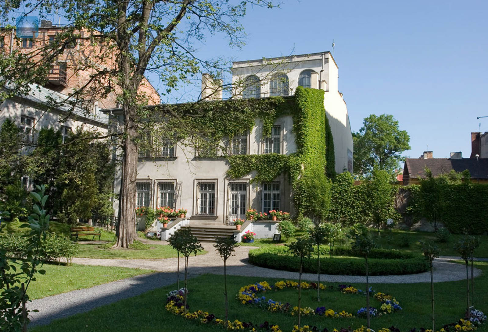 Unique, quiet apartment in a historic townhouse with a beautiful view over the surrounding gardens, in the very center of Krakow Krakow for sale