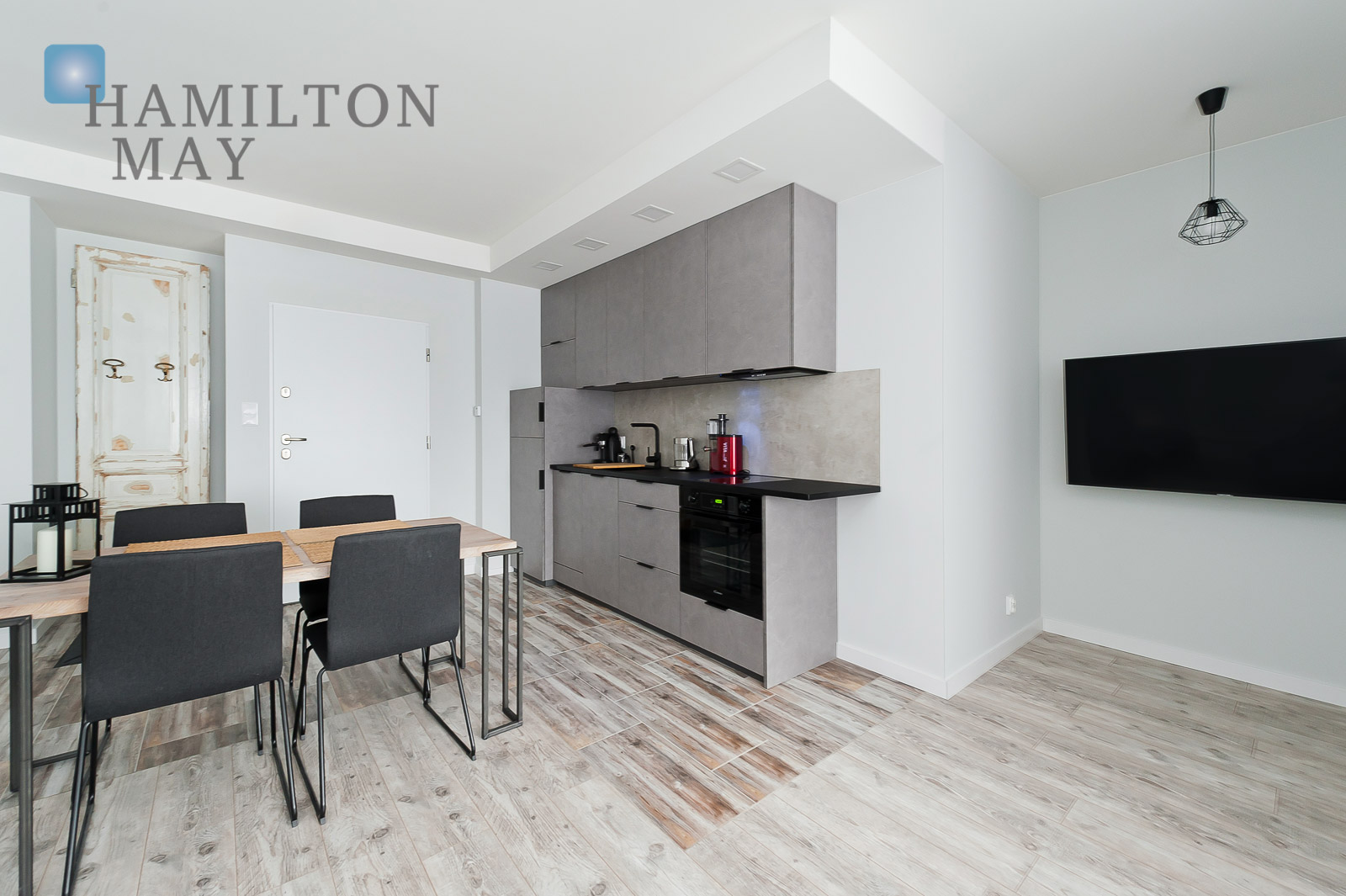 Modern apartament located in the prestigious Ludwinów Apartments complex on the Vistula Boulevards. Krakow for rent