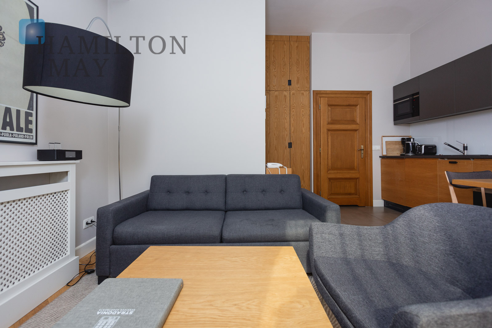 Modern, air-conditioned studio apartment boasting Wawel Castle view Krakow for rent