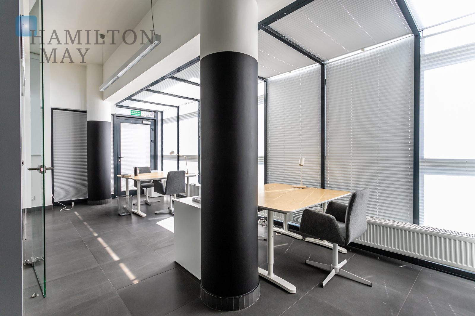 A commercial property with a display, located in the heart of Mokotów Warsaw for rent