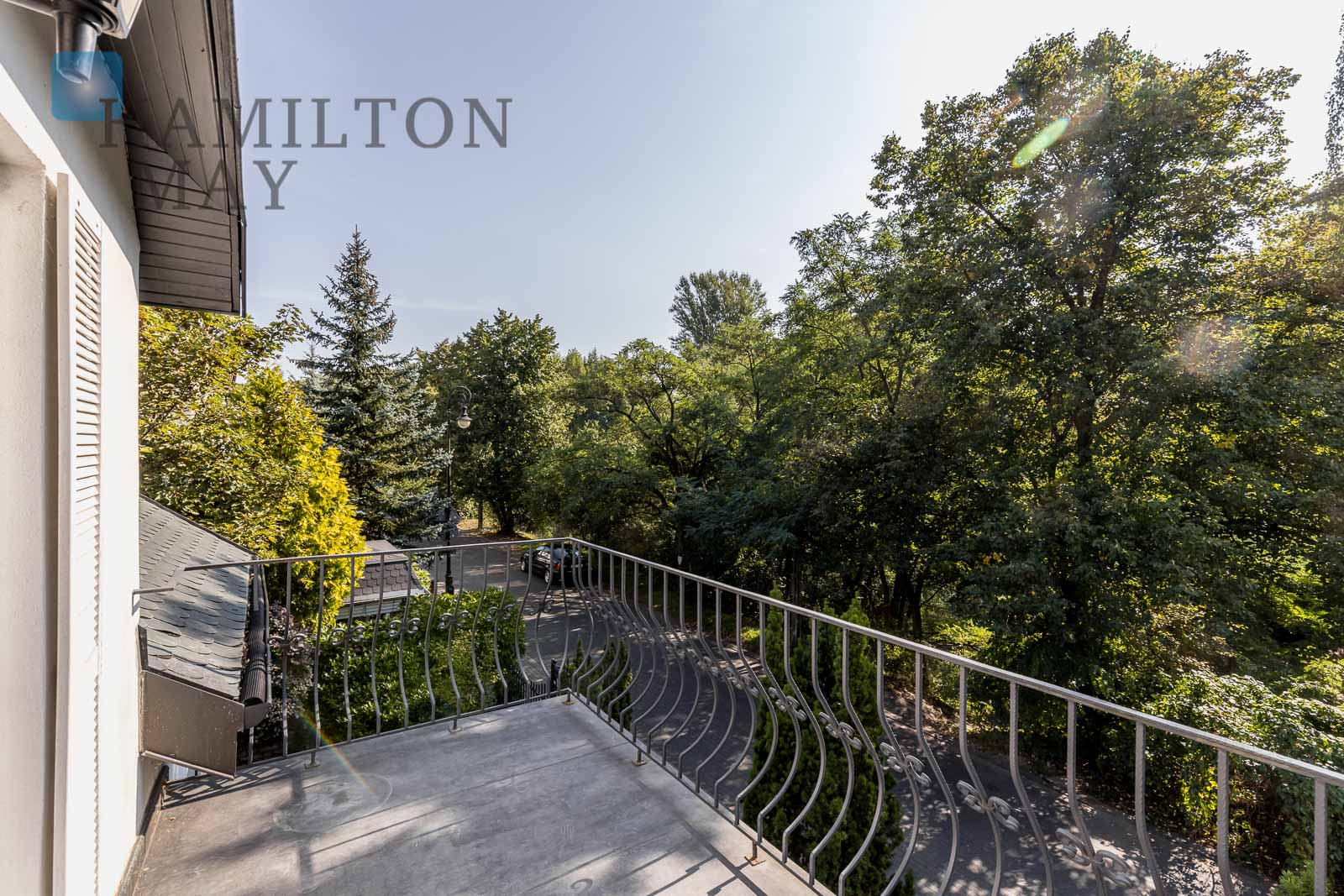 A prestigious and entirely renovated historic manor in Mokotów, in the vicinity of British and French schools Warsaw for rent