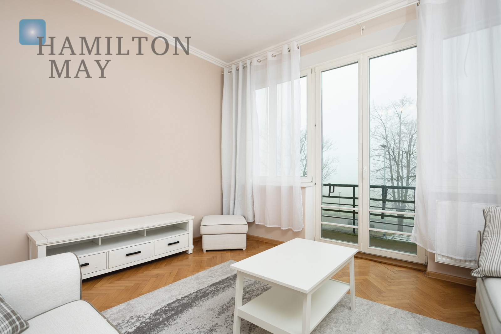 Comfortable apartment located right by Błonia Krakow for rent