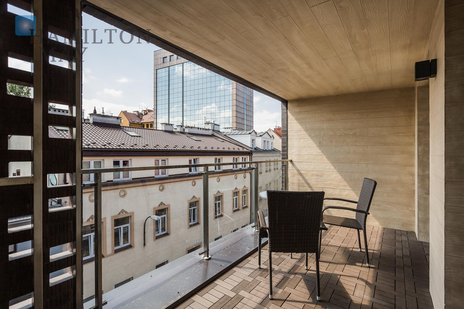 Modern 3-room apartment with a balcony and a garage space in Stary Podgórze Krakow for rent