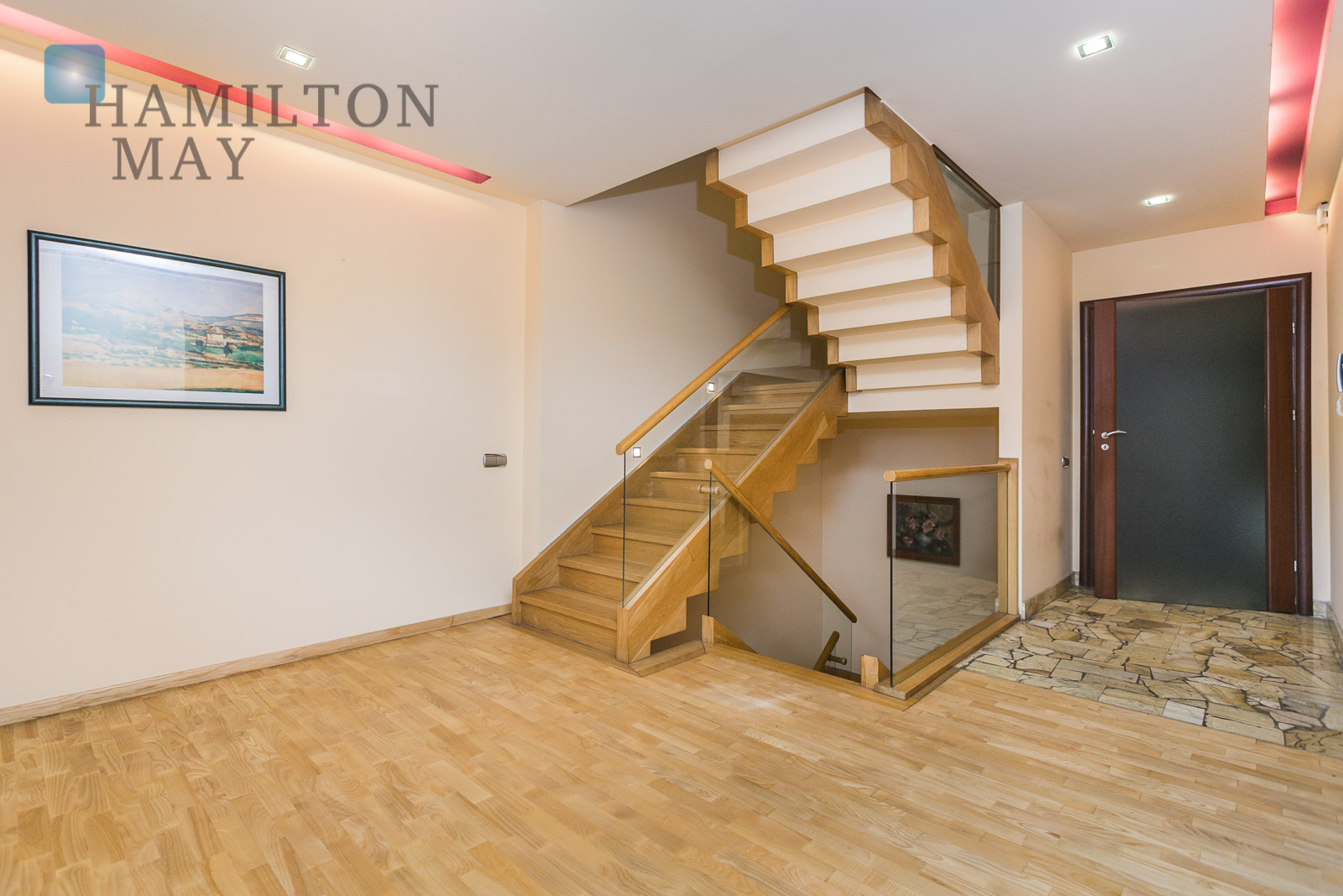 Luxurious house with a swimming pool and tennis court located nearby the International School in Lusina Krakow for sale