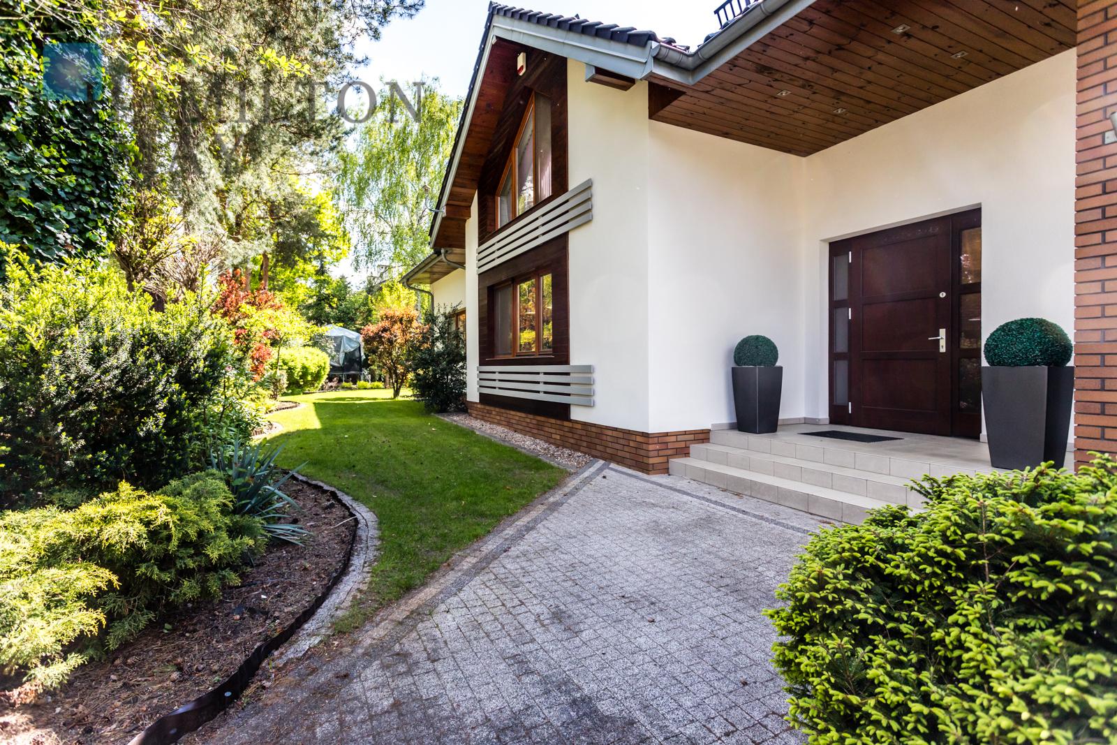 Wyjątkowy dom z malowniczym ogrodem w Wawrze Warszawa na sprzedaż