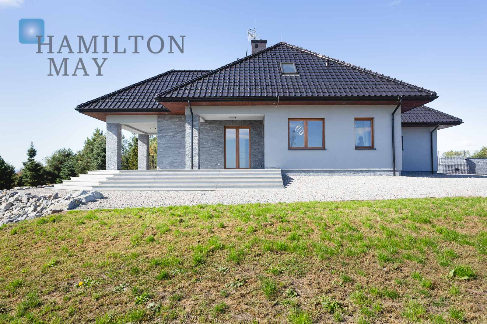 A one-story house located on a 40-ares plot Krakow for sale