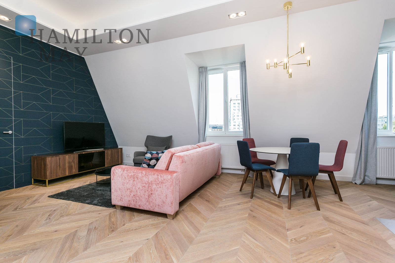 A one bedroom apartment in a renovated townhouse with a view over Powiśle and the National Stadium Warsaw for sale