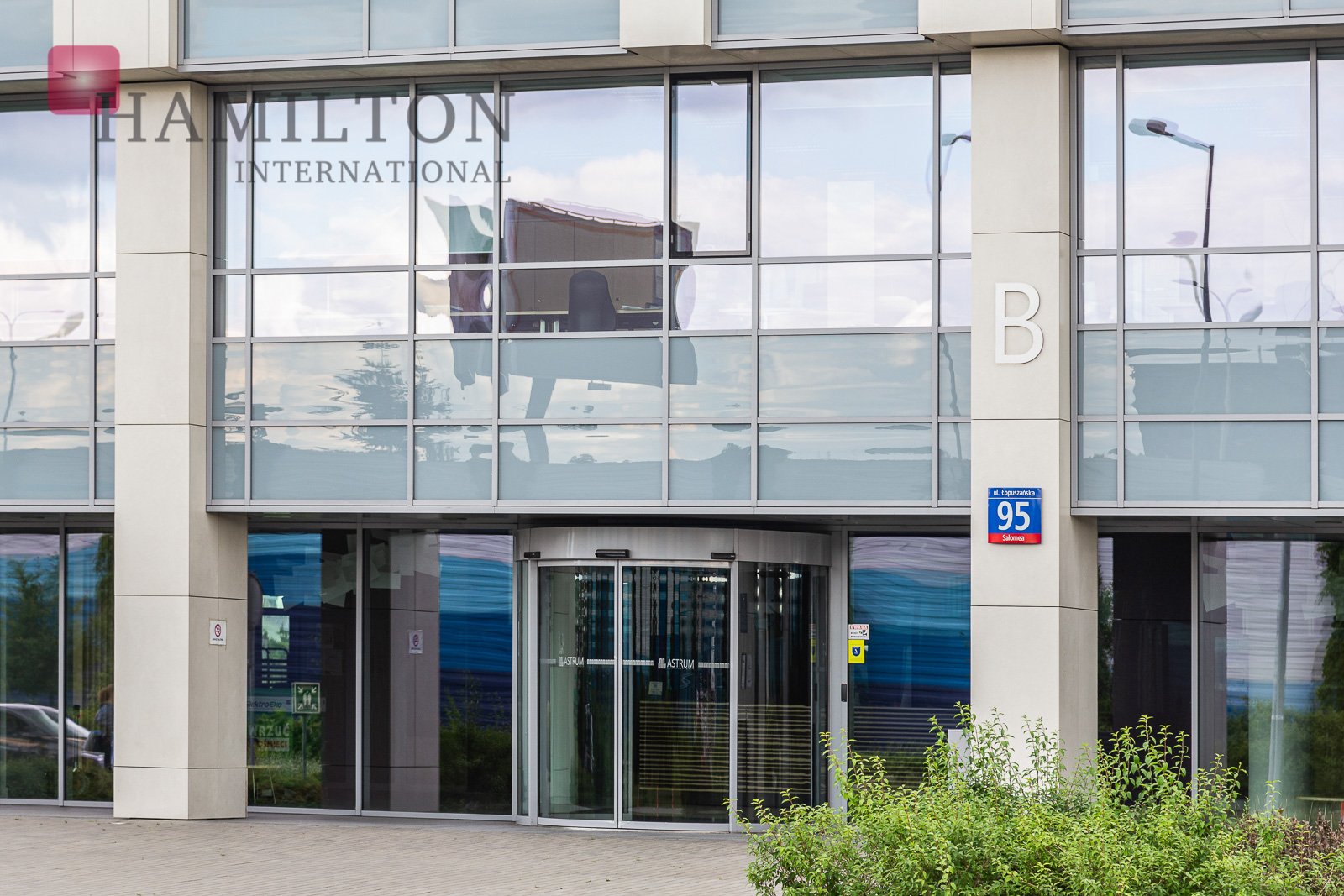 Astrum Business Park Warsaw office building photo