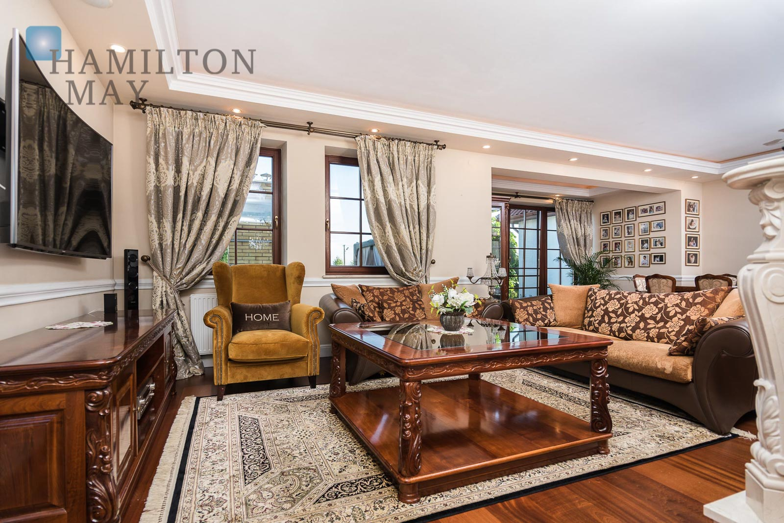 A luxurious property located on a representative plot of 39 ares offered for sale Krakow for sale