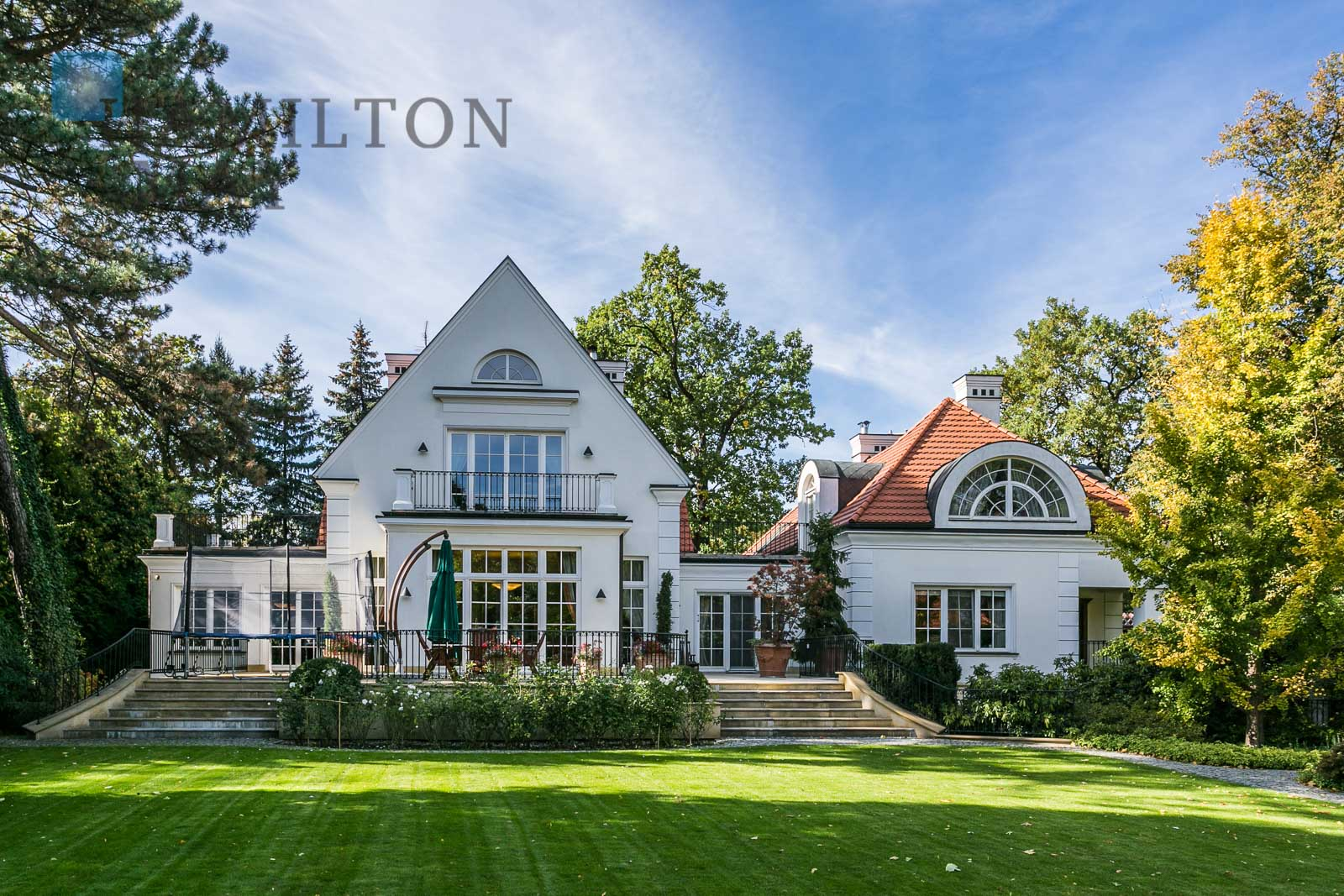 Mansions and luxury houses for rent in Warsaw photo