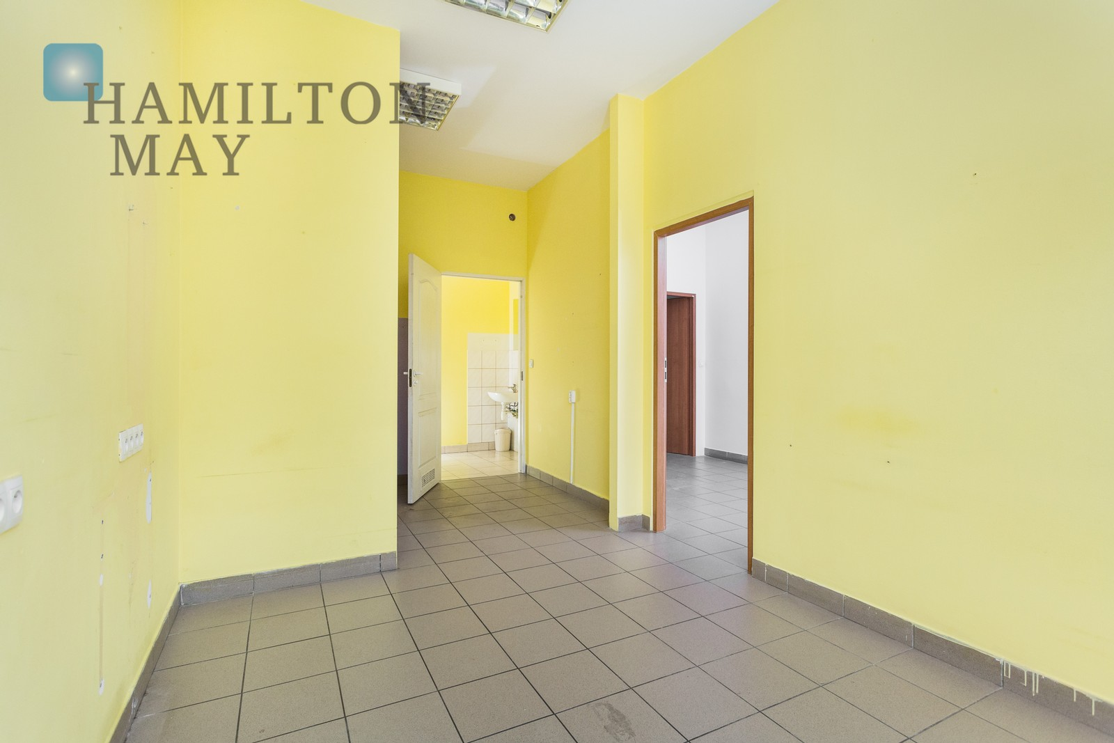 Commercial premises of 41 sq m, ideal for services such as a hair and beauty salon or a retail outlet Krakow for rent