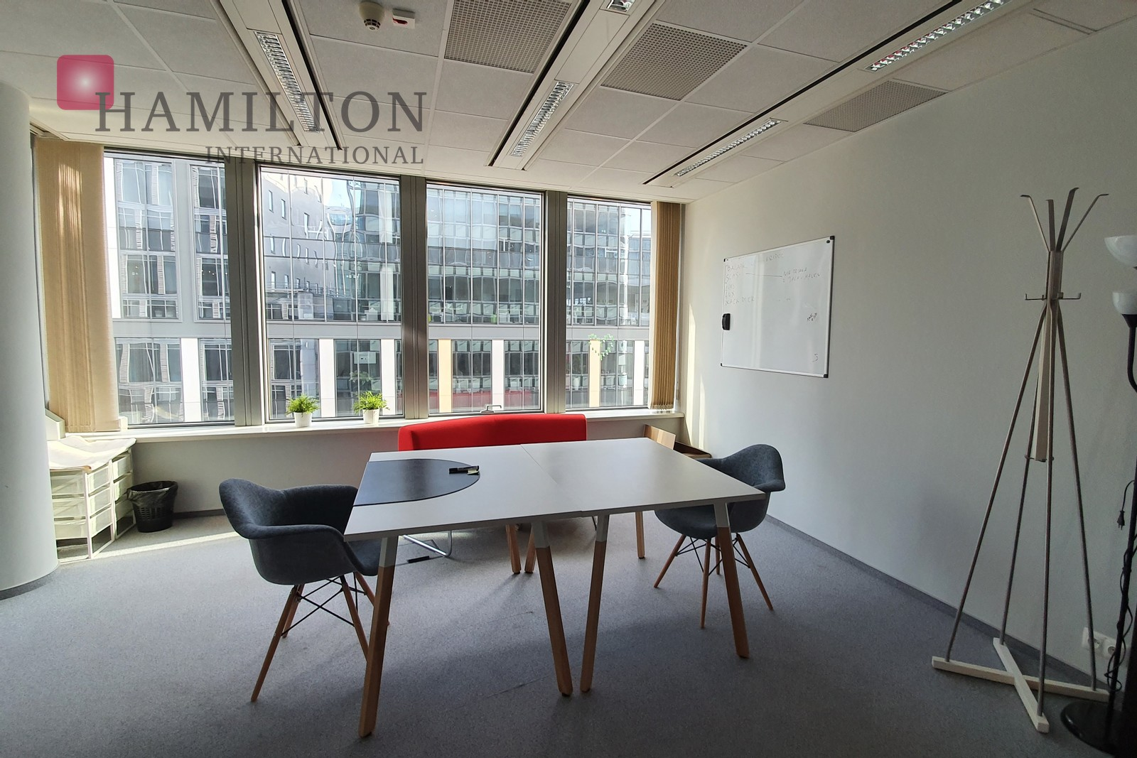 A fully furnished office in Wola Warsaw office space photo