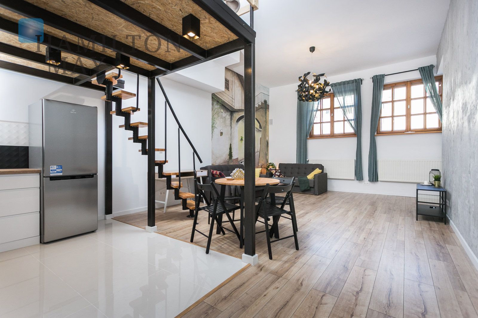 A spacious studio apartment with a mezzanine in a superb location in Salwator Krakow for sale