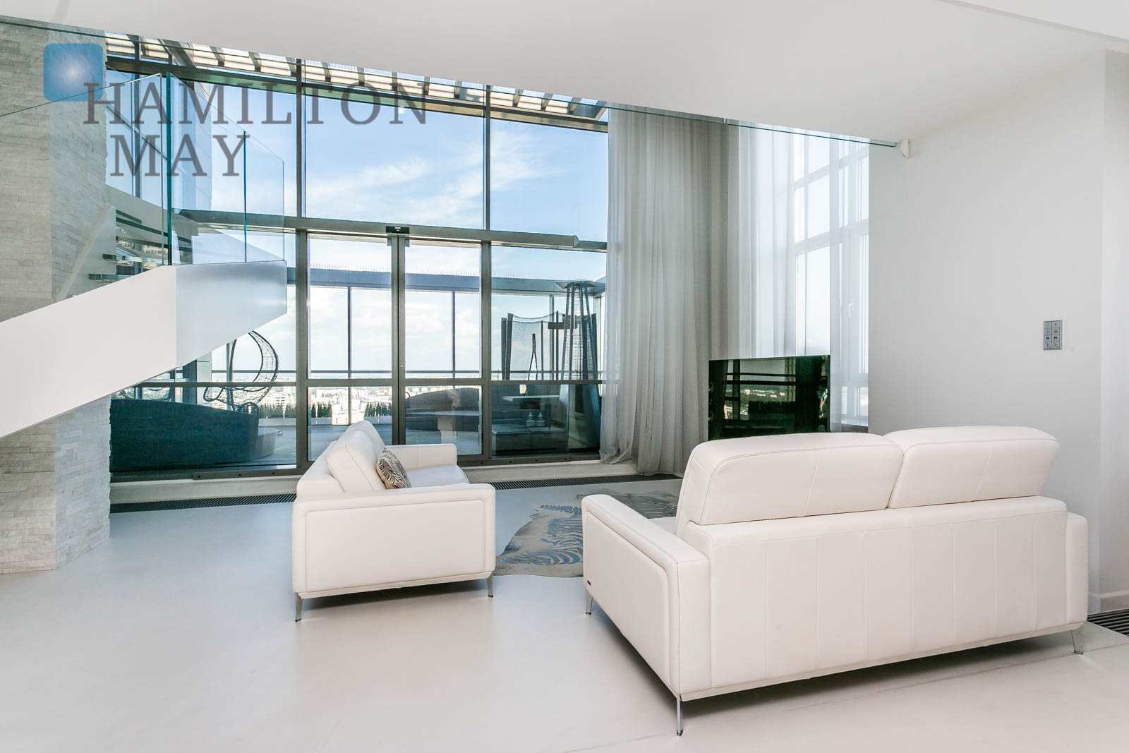 A two-level penthouse with a terrace in the Platinum Towers development Warsaw for sale