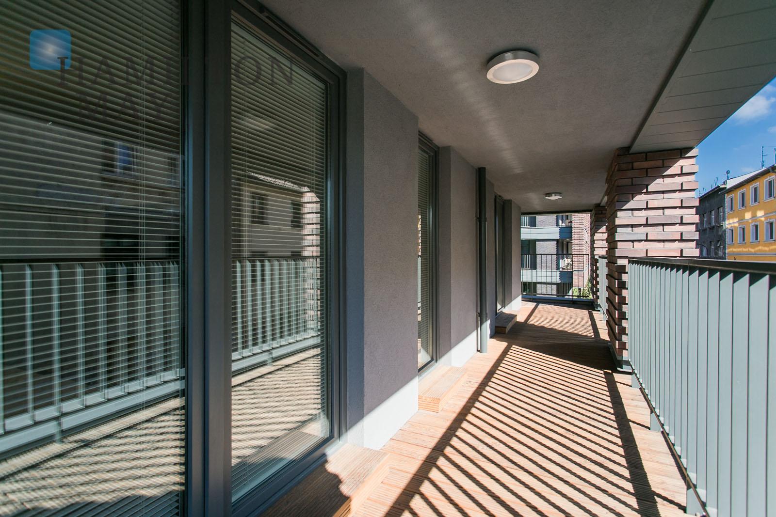 Modern and spacious apartment facing Wisła on Nadwiślańska street Krakow for rent