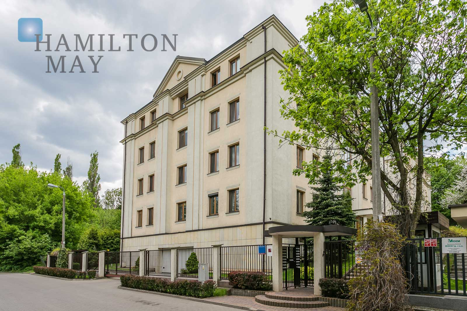 A three-side, three bedroom apartment in the prestigious Pod Skocznią development in Mokotów Warsaw for rent