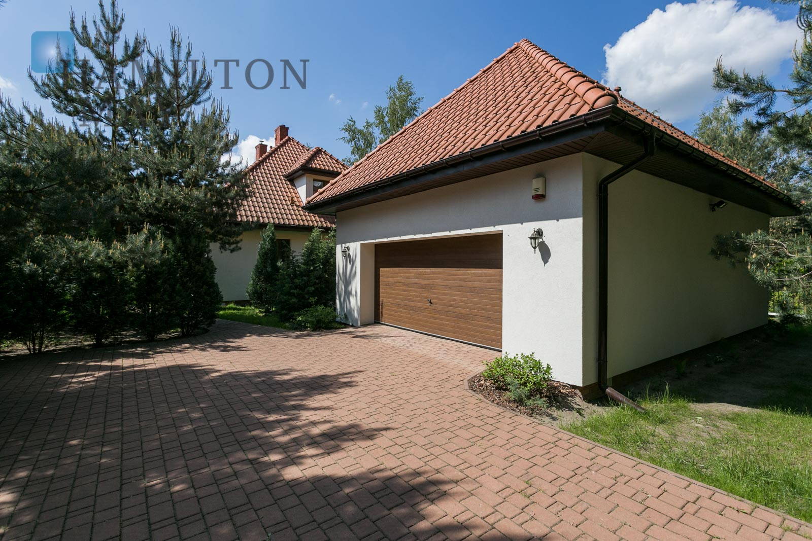 A polish-style manor in a discreet settlement by Magdalenka Warsaw for sale