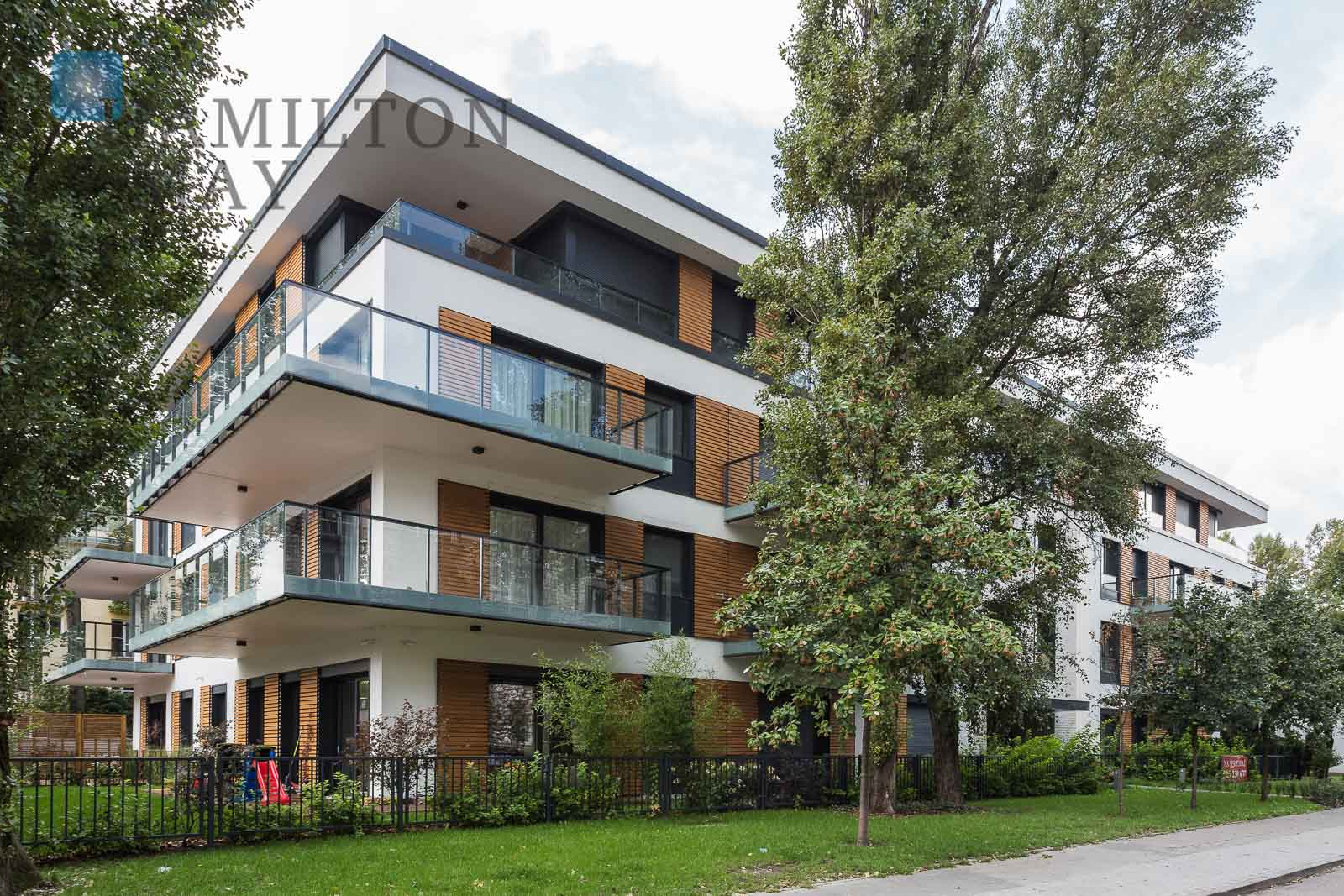 A luxuriously finished apartment in a discreet residential property in Saska Kępa Warsaw for rent
