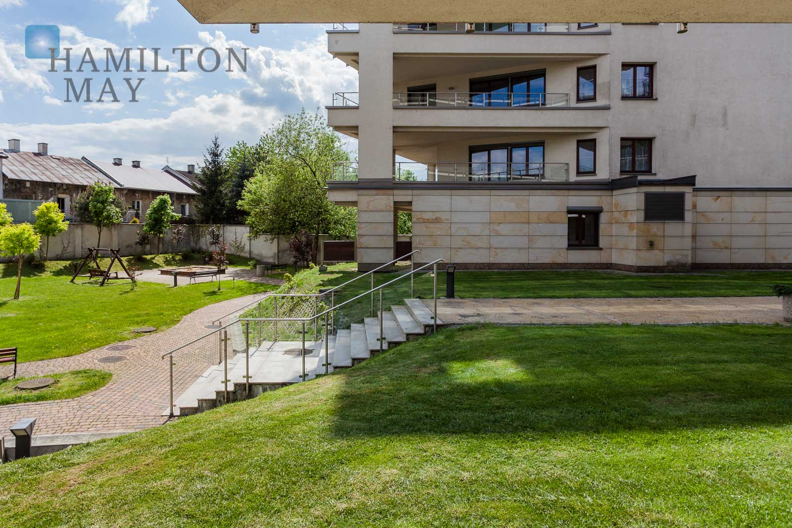 For rent a spacious 1-bedroom apartment located in a great location - ul. Ludwinowska Krakow for rent