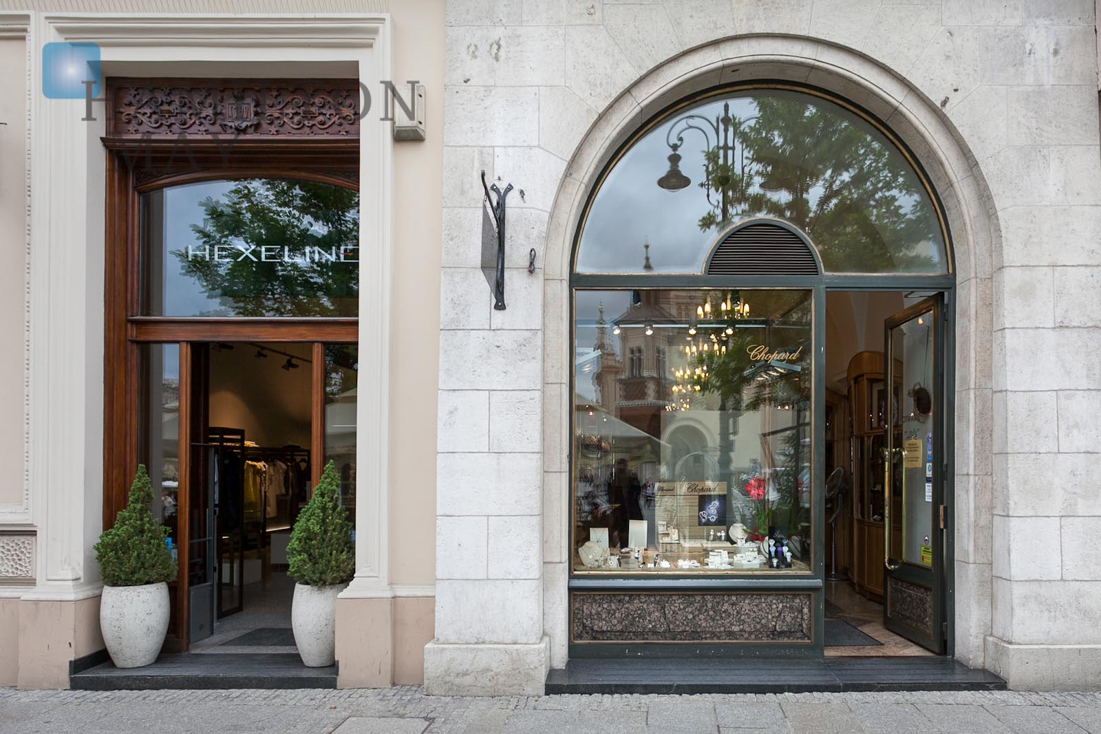 Shops and retail spaces for lease in Krakow photo