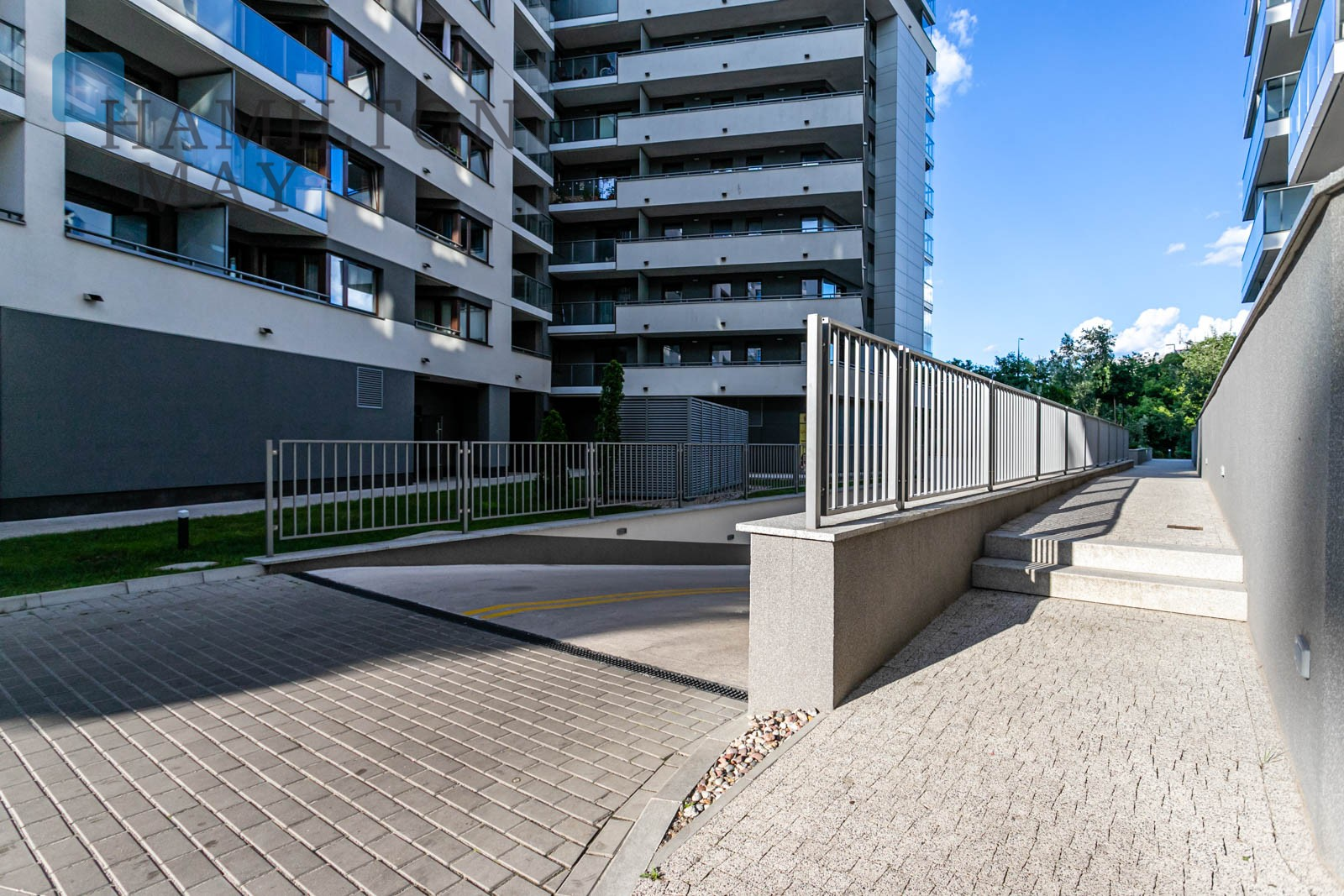 Stylish apartment in a great location just off C.H Westfield Arkadia. Warsaw for rent